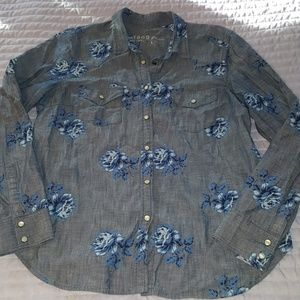 Gap 1969 Chambray & Blue Rose Pearl Button Up Top